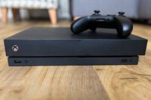 Microsoft показала процес складання Xbox One X (відео)