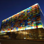 10 неймовірних скляних будівель