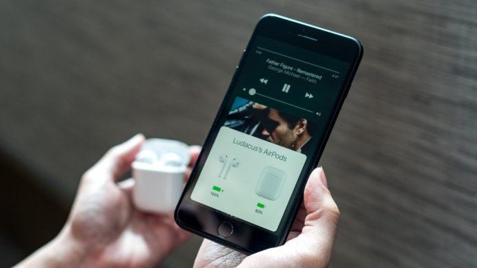 Експерти називають AirPods більш перспективним продуктом, ніж Apple Watch