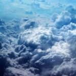 Льодяники в хмарах: вчені виявили в небі кристали незвичайної форми