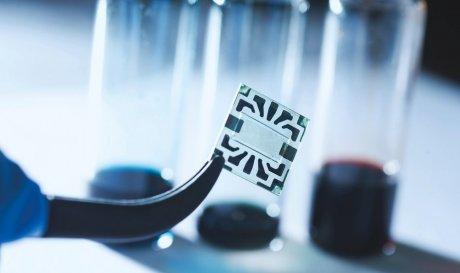 Графенові електроди допоможуть створити гнучкі і невидимі сонячні батареї