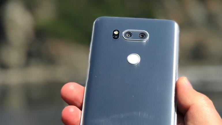 Оголошена ціна на флагманський смартфон LG V30