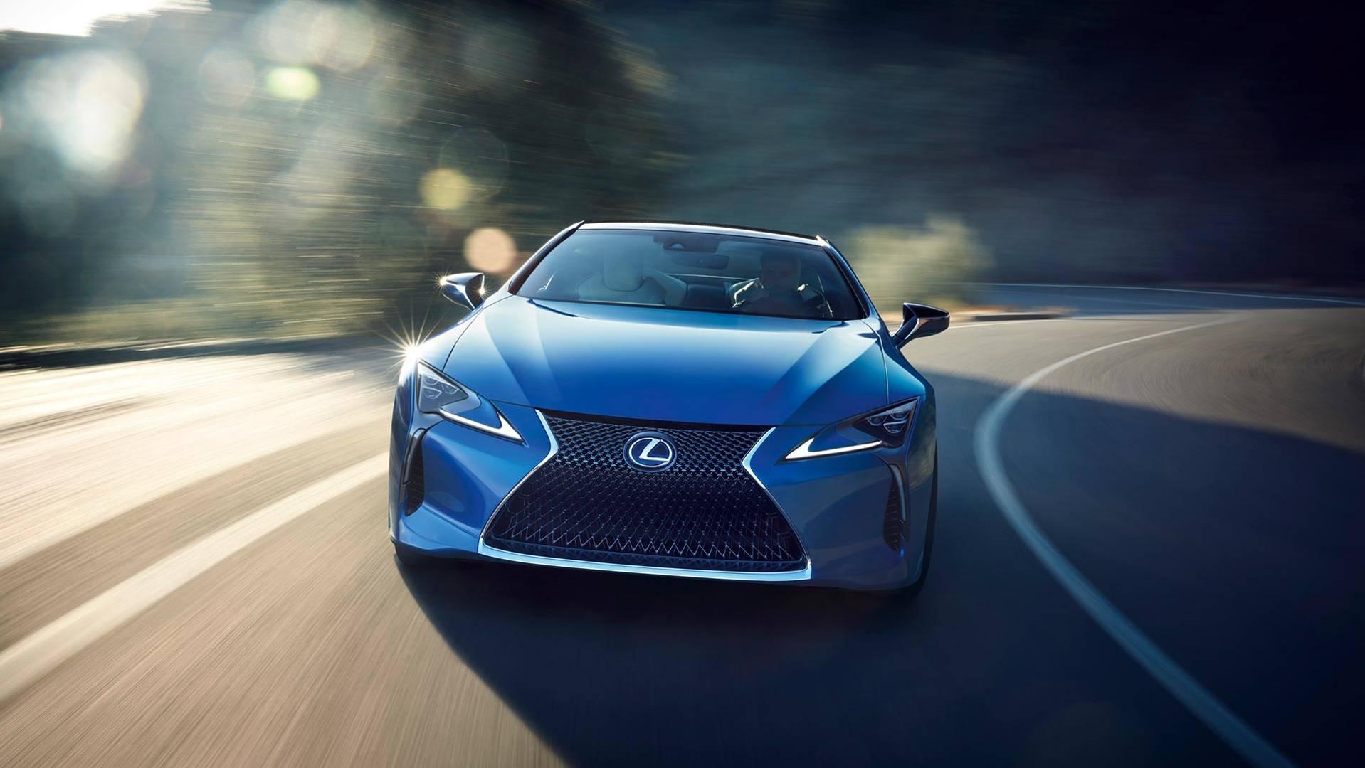 Lexus розробив світловідбиваючу синю фарбу
