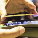 Як по повітрю крадуть гроші з карток і смартфонів