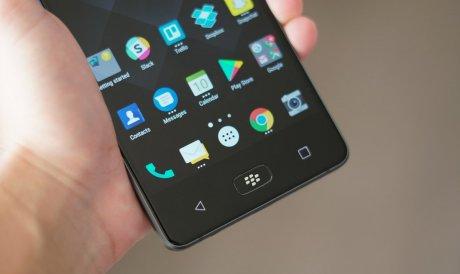 Новий BlackBerry Motion відмовився від своєї культової клавіатури