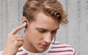 Нові навушники Pixel Buds Gold від Google переводять розмову в реальному часі