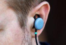 Співробітник магазину Google рекомендував відвідувачам обрізати кабель навушників Pixel Buds