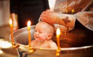 В Україні просять на законодавчому рівні заборонити хрестити неповнолітніх дітей