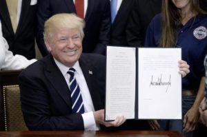 Створено чат-бот, який буде пояснювати людям укази Трампа зрозумілою мовою