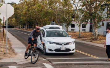 Безпілотні таксі Waymo тепер повністю автономні