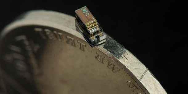 Найменший комп'ютер у світі вміщається на ребрі монети